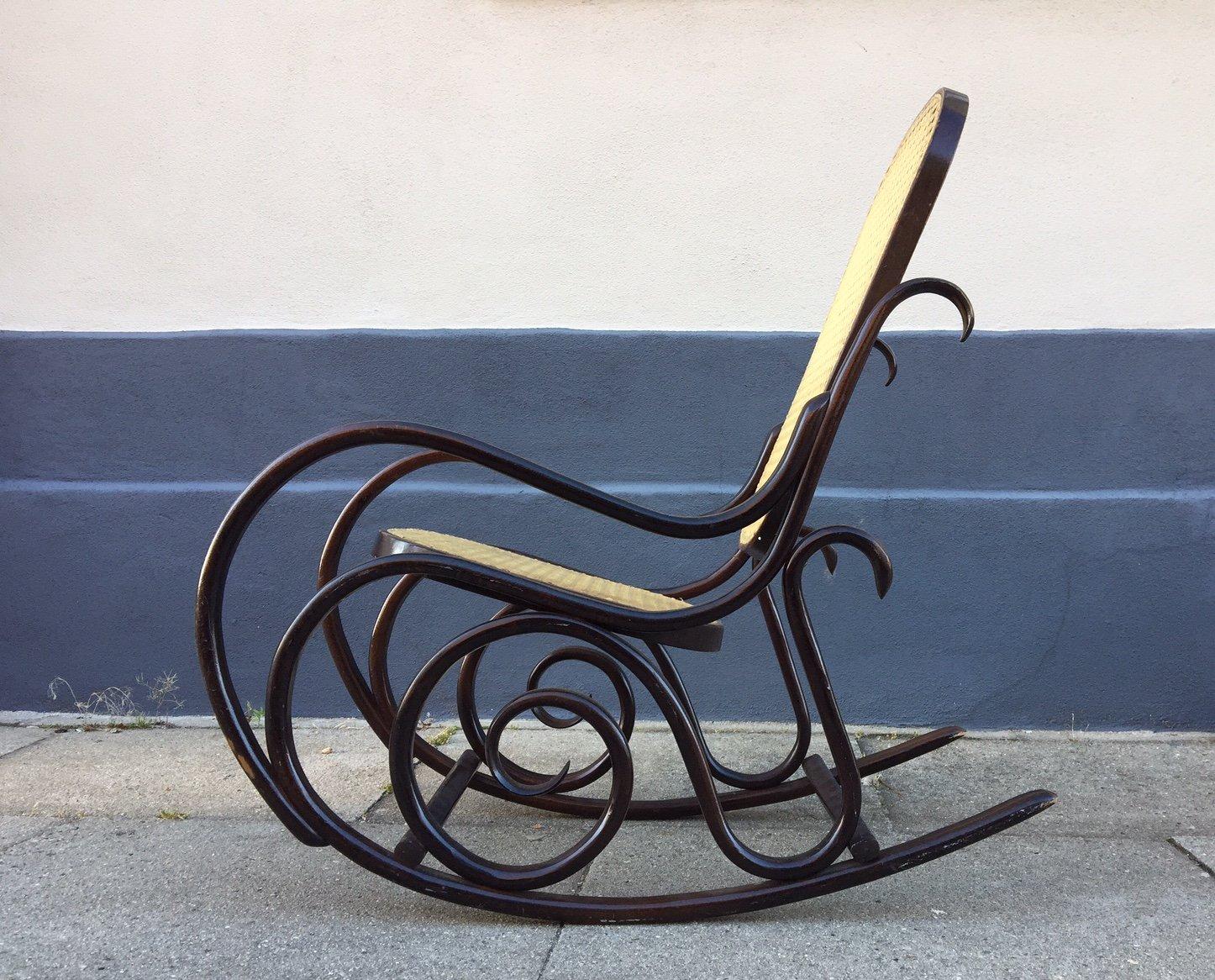 rocking chair junior vintage en bois courb avec spirales. Black Bedroom Furniture Sets. Home Design Ideas
