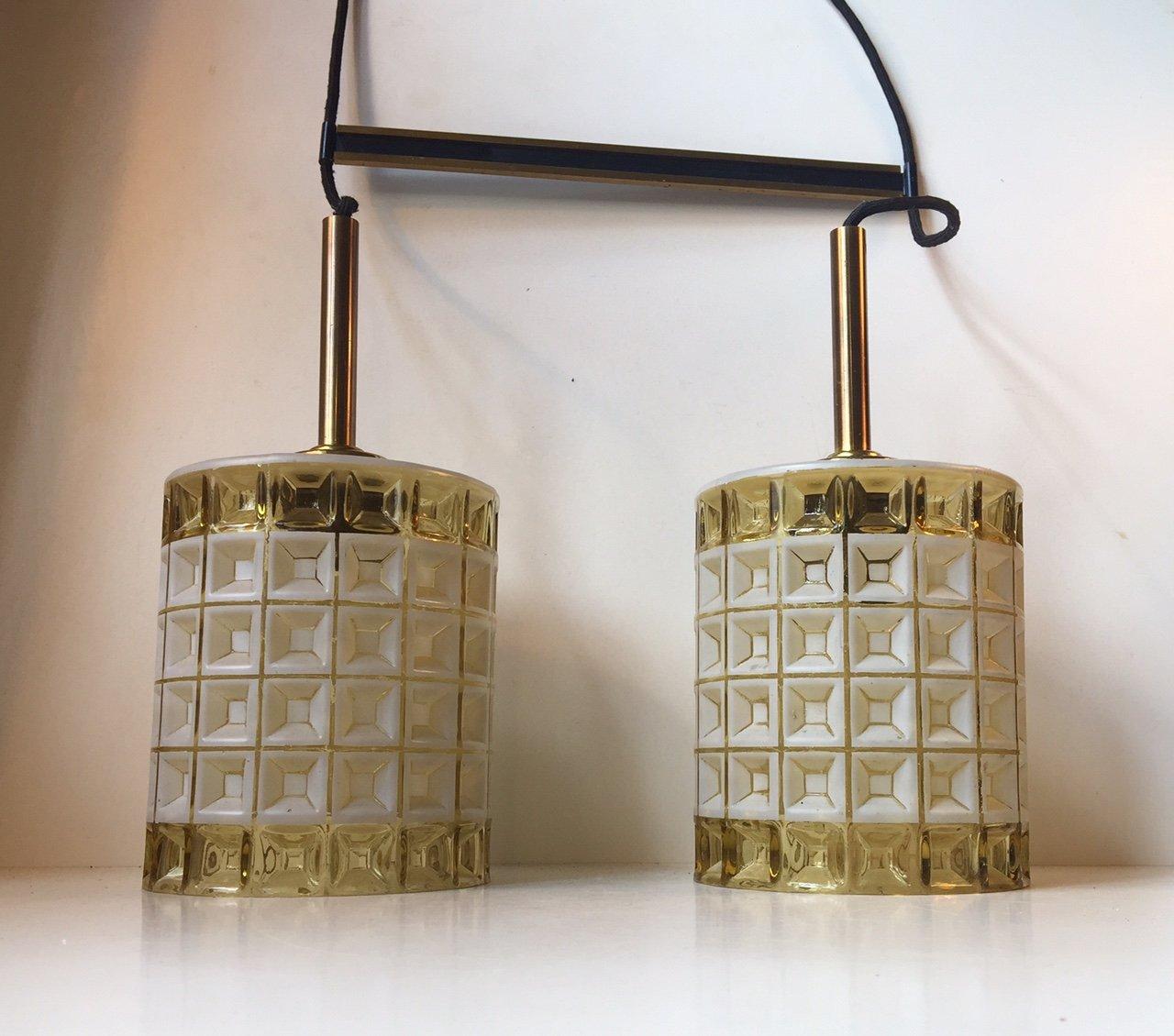 Doppelte Mid-Century Hängelampe aus Glas und Messing von Orrefors, 196...