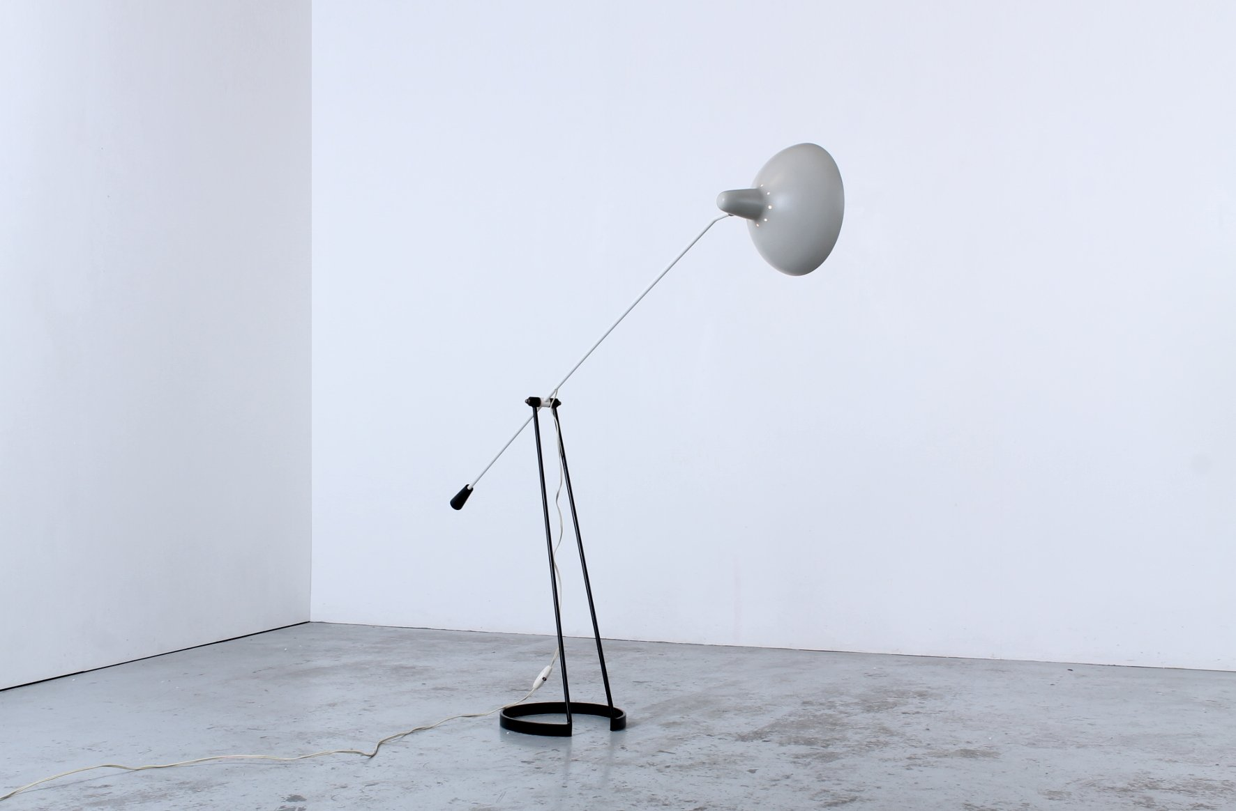 Tivoli Grasshopper Gegengewicht Stehlampe von Floris Fiedeldij für Art...
