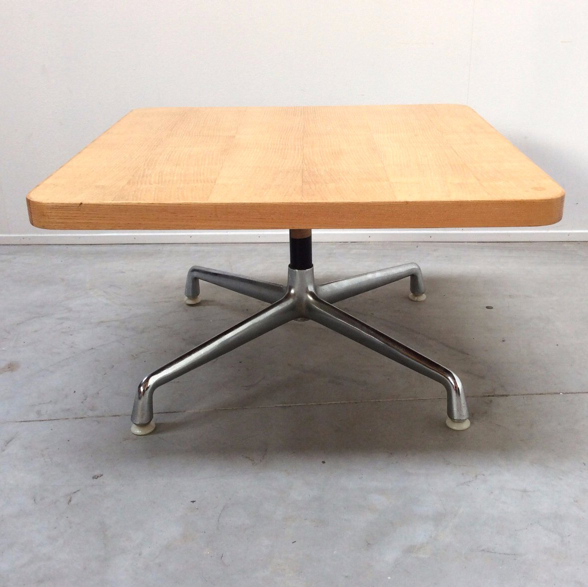 table basse vintage par charles eames pour herman miller etats unis 1960s en vente sur pamono. Black Bedroom Furniture Sets. Home Design Ideas