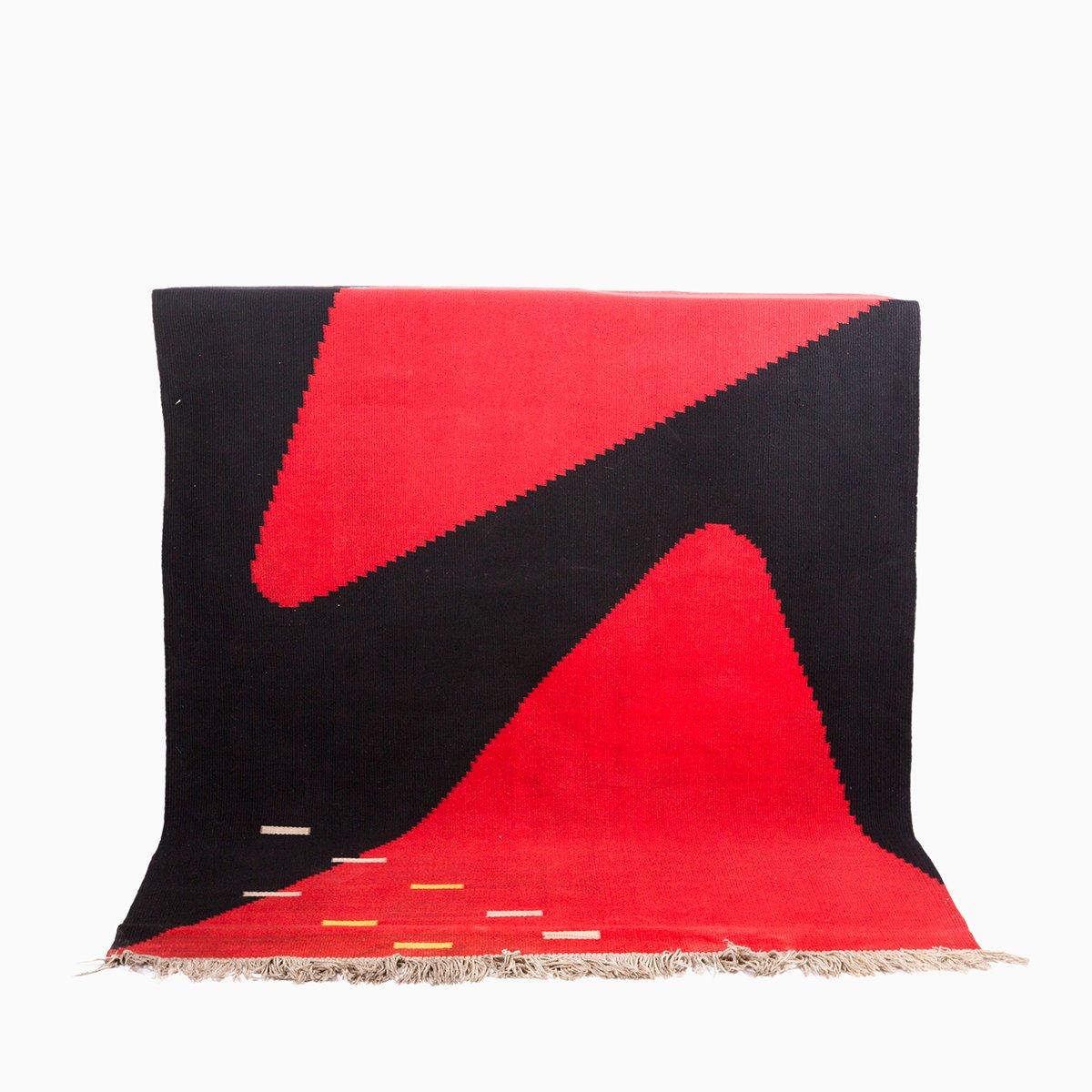 tapis vintage avec motif g om trique rouge et noir r publique tch que en vente sur pamono. Black Bedroom Furniture Sets. Home Design Ideas