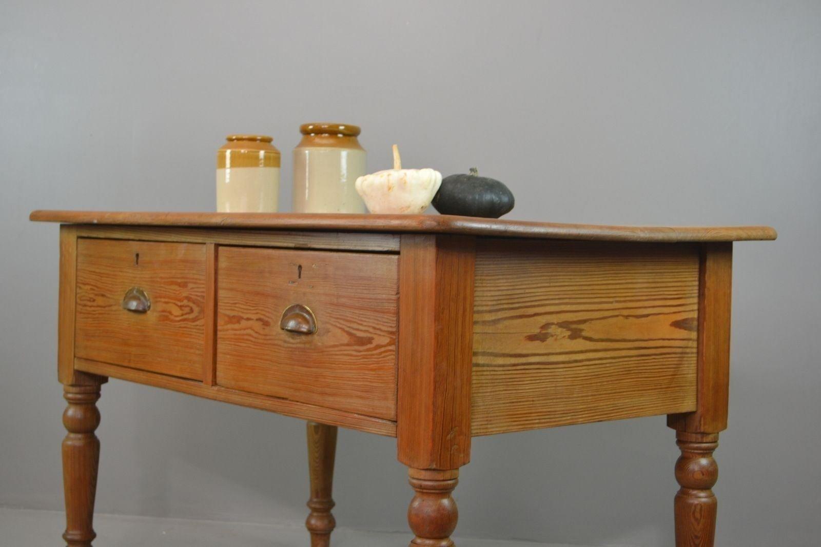 Tavolo rustico antico da cucina in pino
