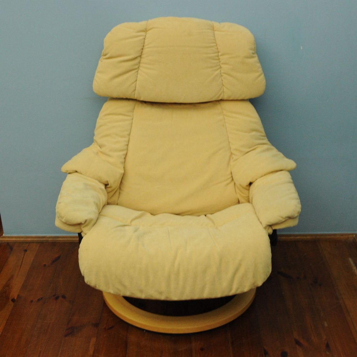 Vintage Yellow Lounge Chair From Stressless