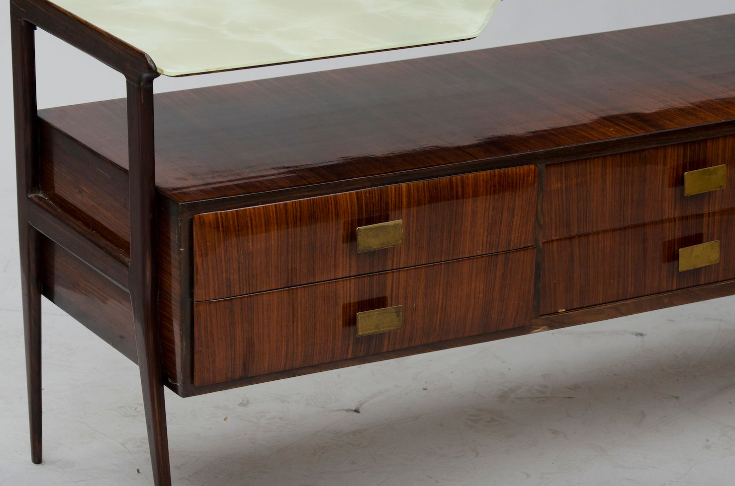 italienische vintage kommode mit marmorierter glasplatte bei pamono kaufen. Black Bedroom Furniture Sets. Home Design Ideas