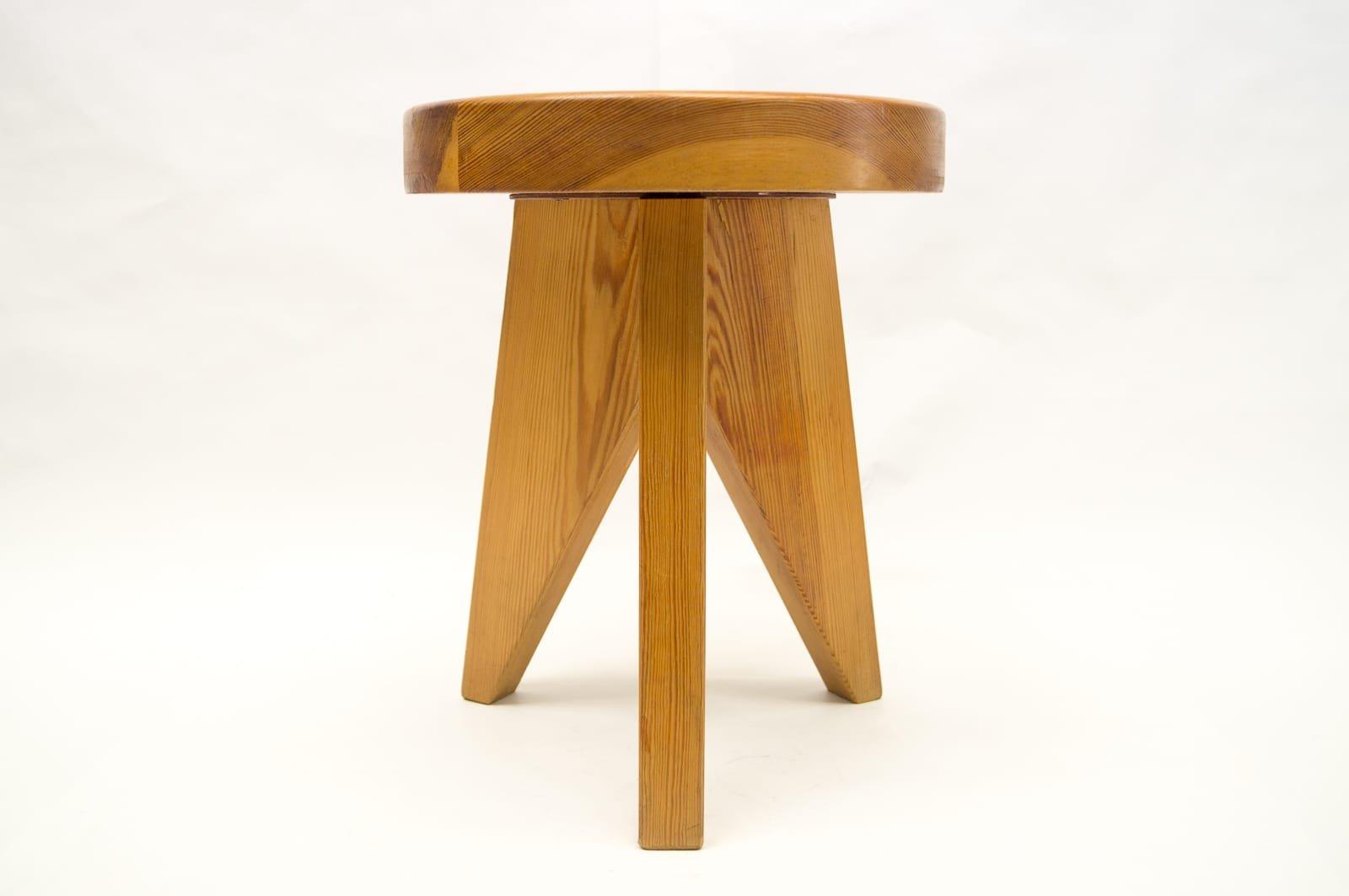 Sgabello tripode in legno francia anni in vendita su pamono