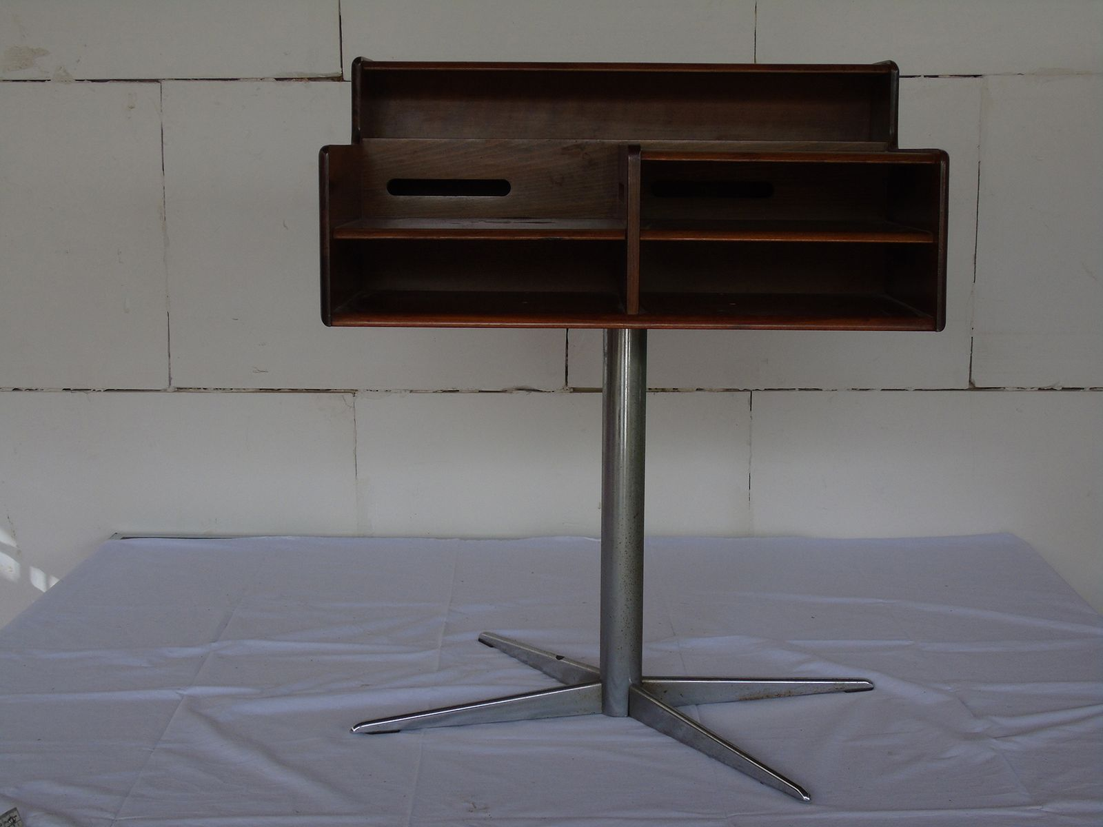 Bureau en acier bureau acier bois risueno bureau en acier