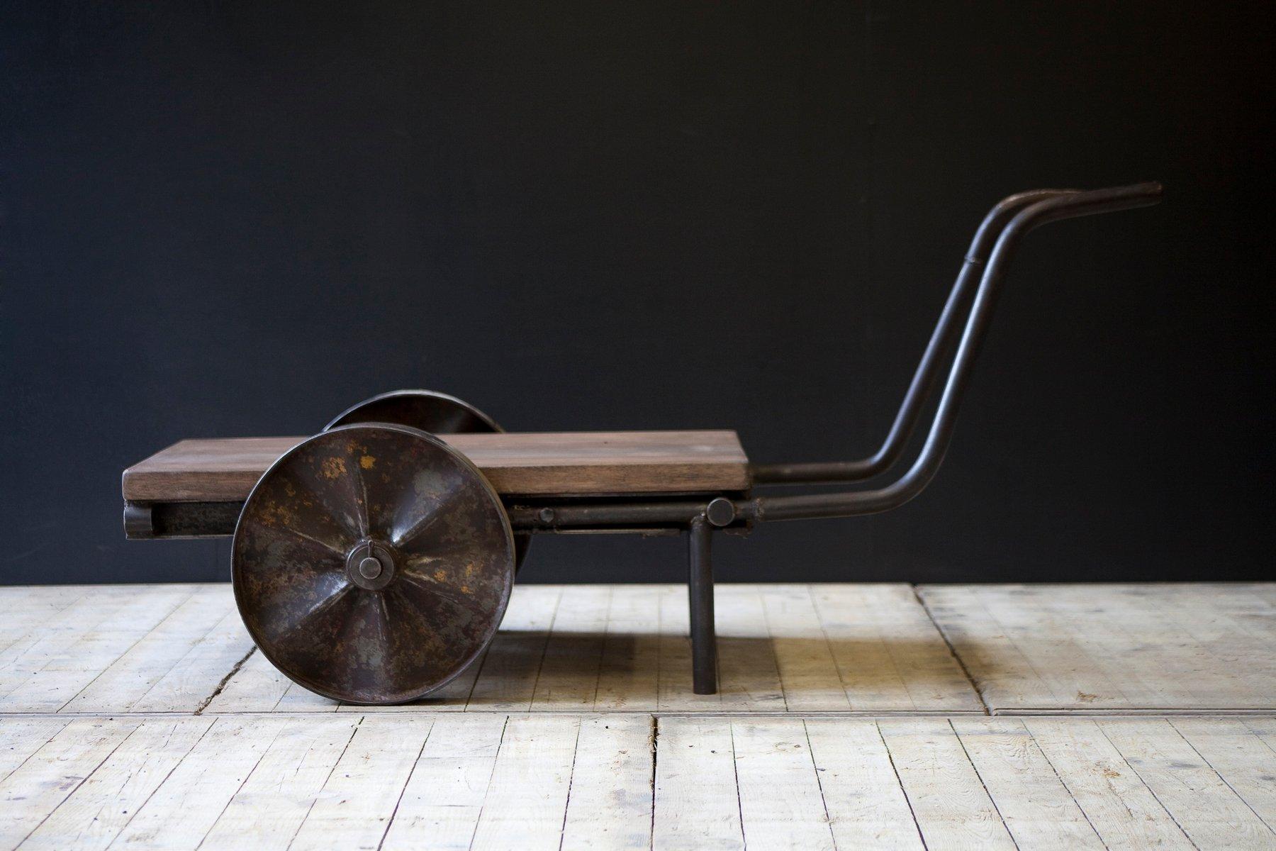 Tavolino da caffè o ornamento da giardino vintage con ruote in