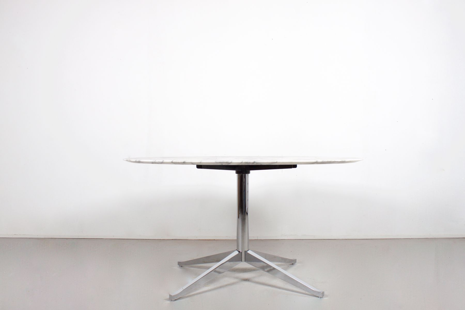 Vintage Round Marble Dining Table By Florence Knoll For International