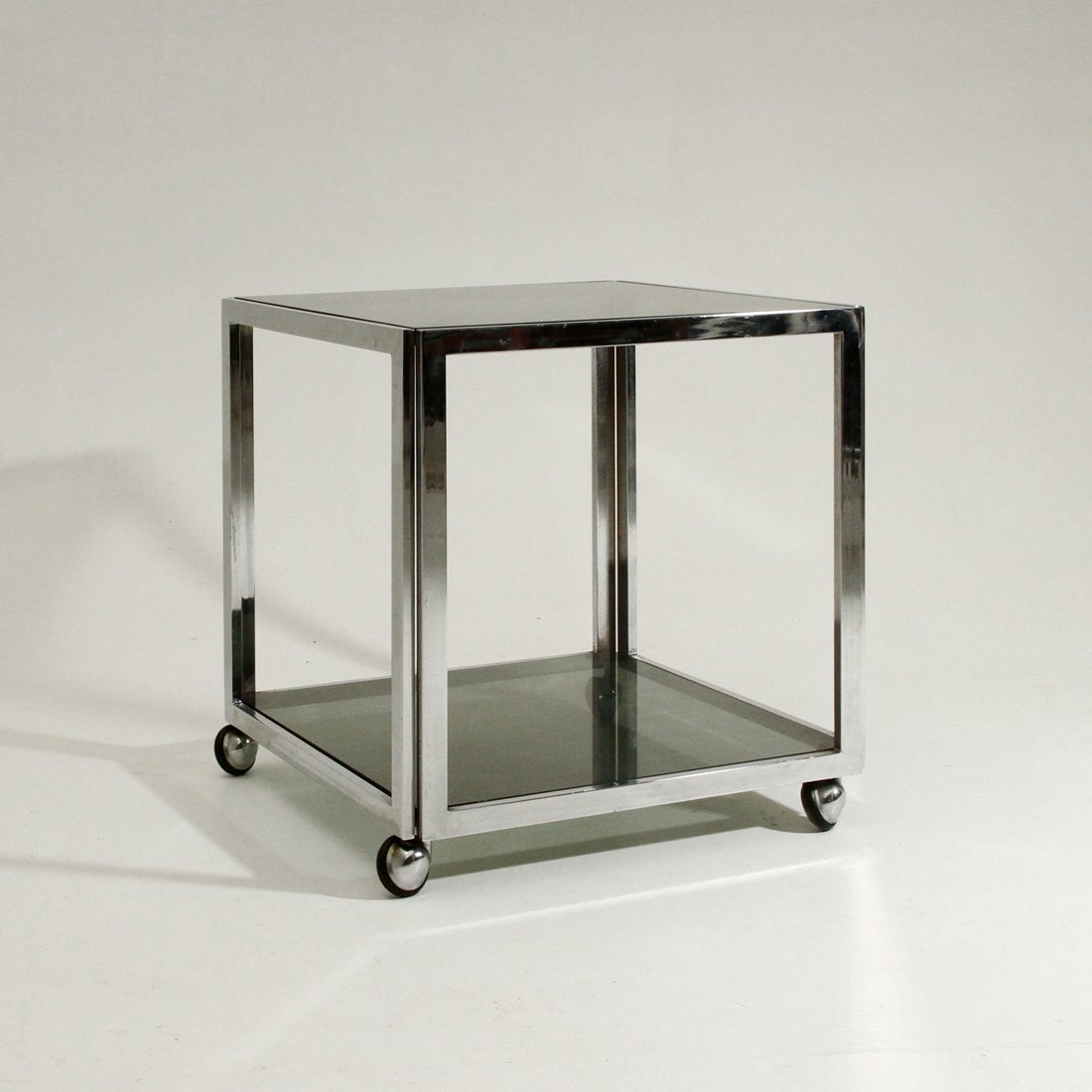 Etonnant Vintage Chromed Metal Side Table On Wheels, 1970s
