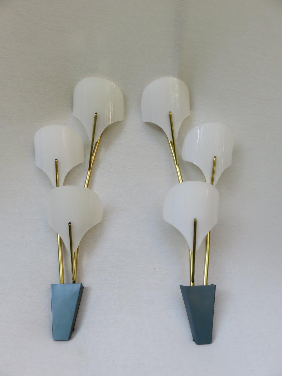 Große Italienische Wandlampen aus Messing & Weißem Plexiglas, 1950er, ...