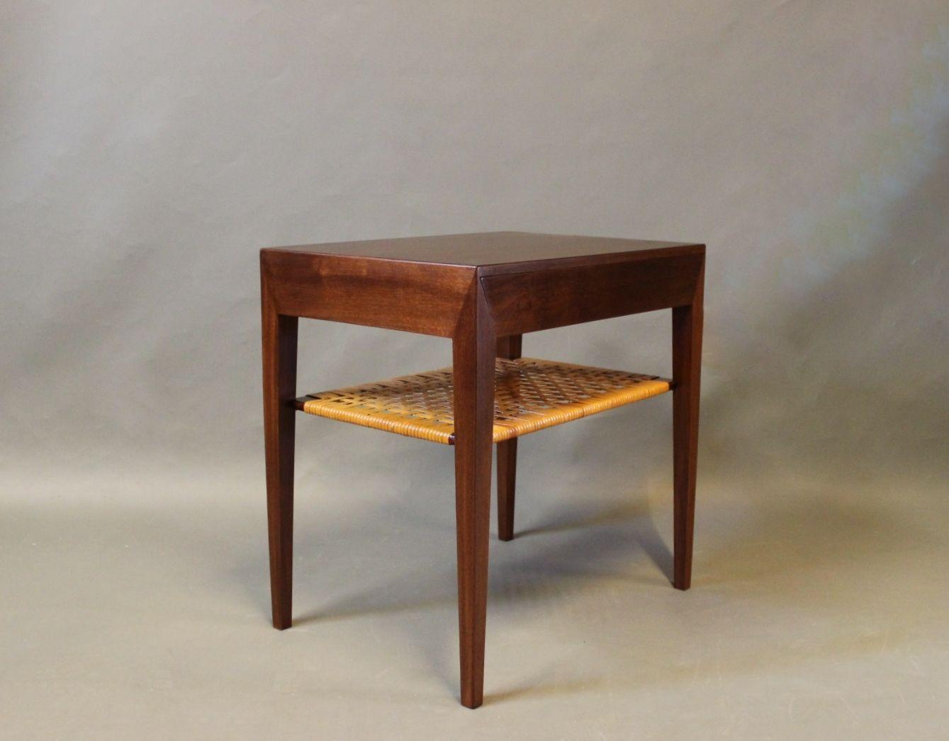 Mesita de noche peque a de madera oscura de severin hansen para haslev a os 60 en venta en pamono - Mesita noche pequena ...
