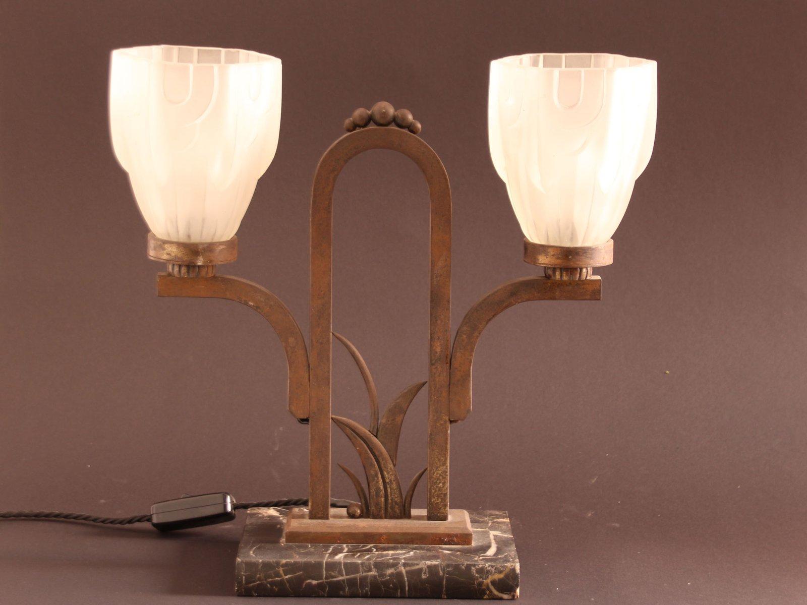Lampe de bureau art déco vintage en marbre et fer forgé en vente