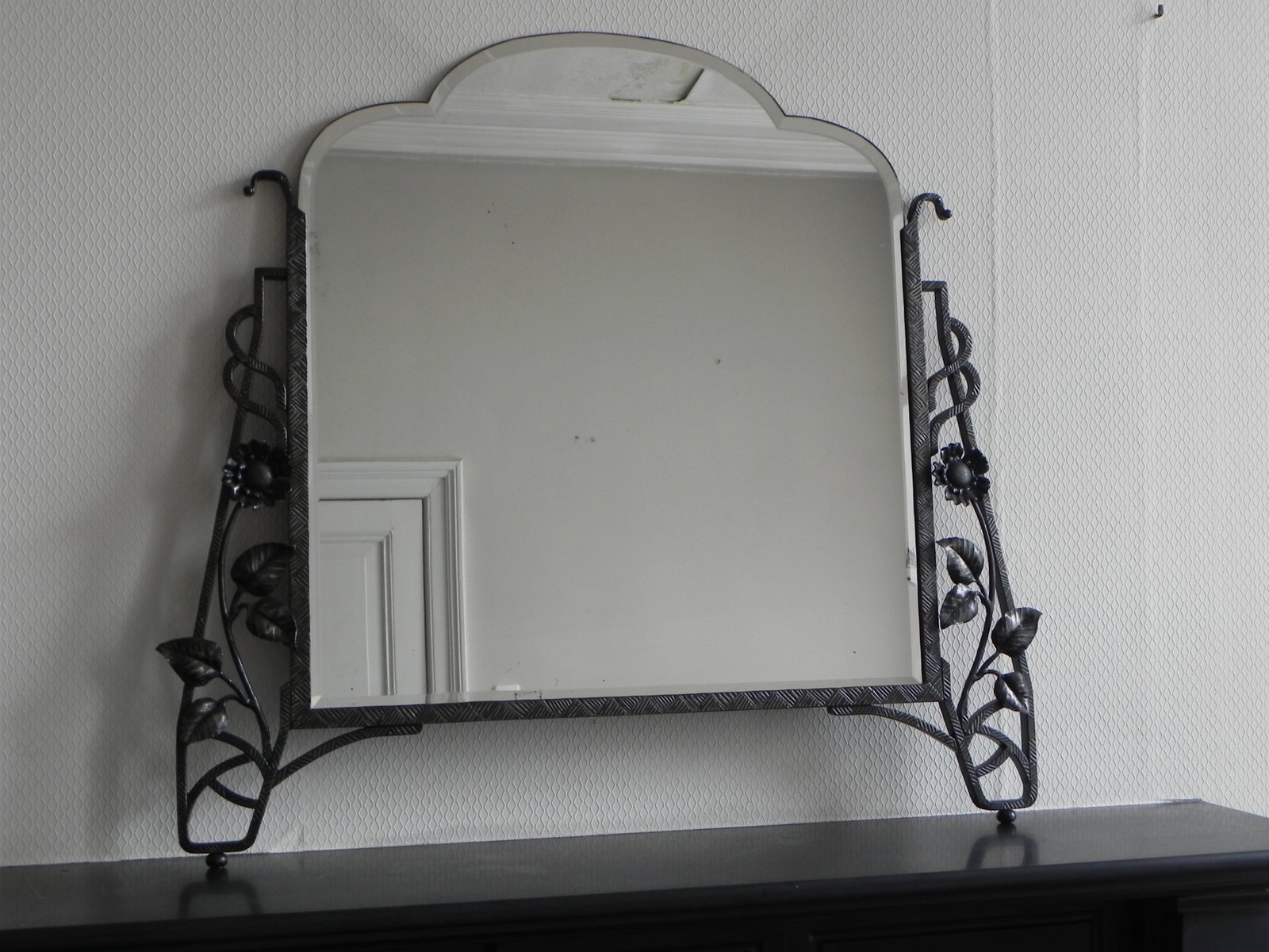 art deco spiegel mit facettiertem glas in stahlrahmen bei. Black Bedroom Furniture Sets. Home Design Ideas