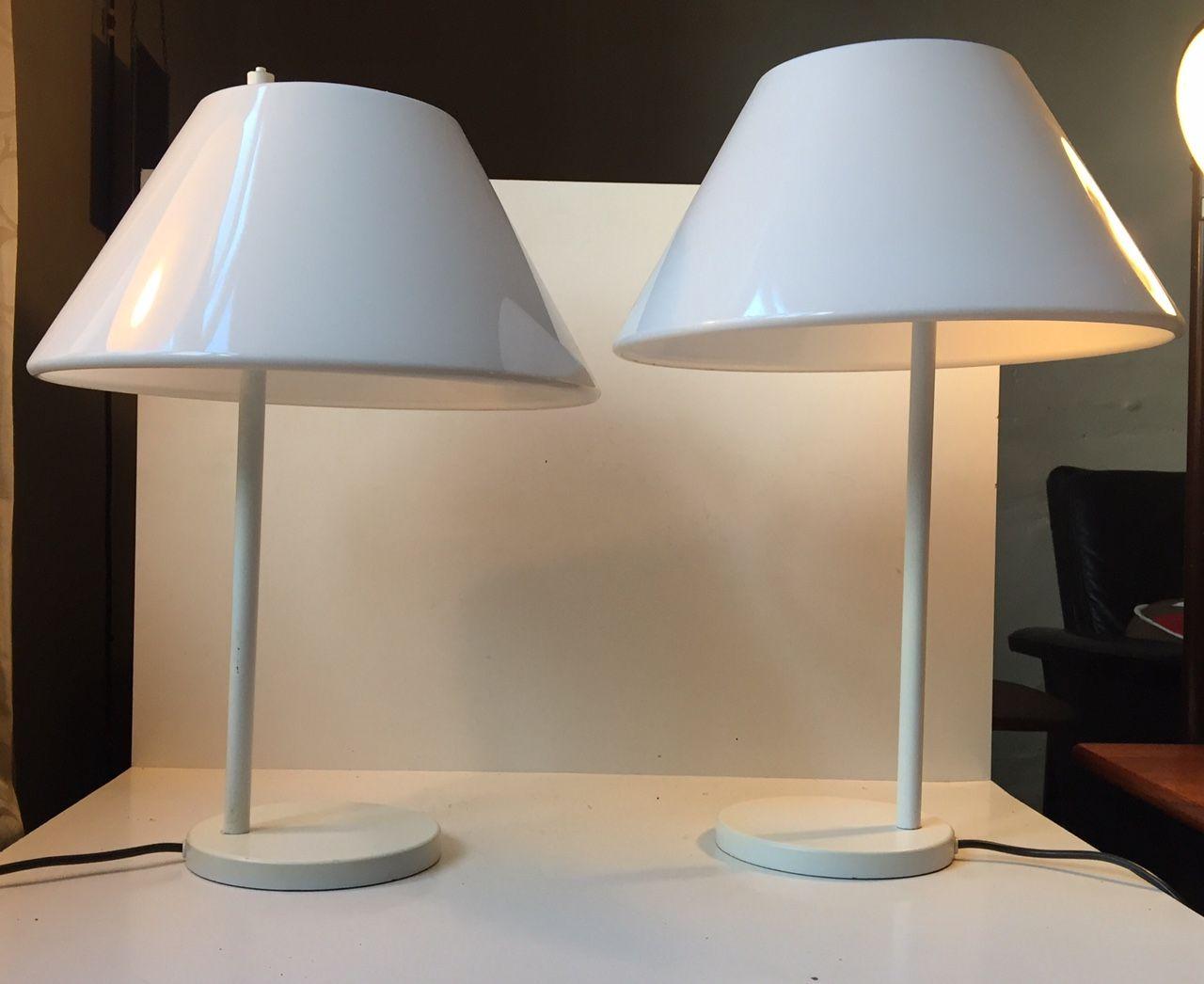wei e minimalistische d nische combi tischlampen von per iversen f r louis poulsen 1980er 2er. Black Bedroom Furniture Sets. Home Design Ideas