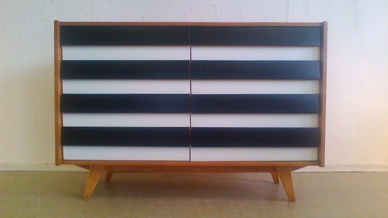 tschechische kommode in schwarz und wei 1960er bei pamono kaufen. Black Bedroom Furniture Sets. Home Design Ideas