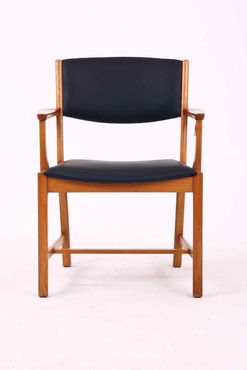 mid century armlehnstuhl aus holz schwarzem leder von vamo s nderborg bei pamono kaufen. Black Bedroom Furniture Sets. Home Design Ideas