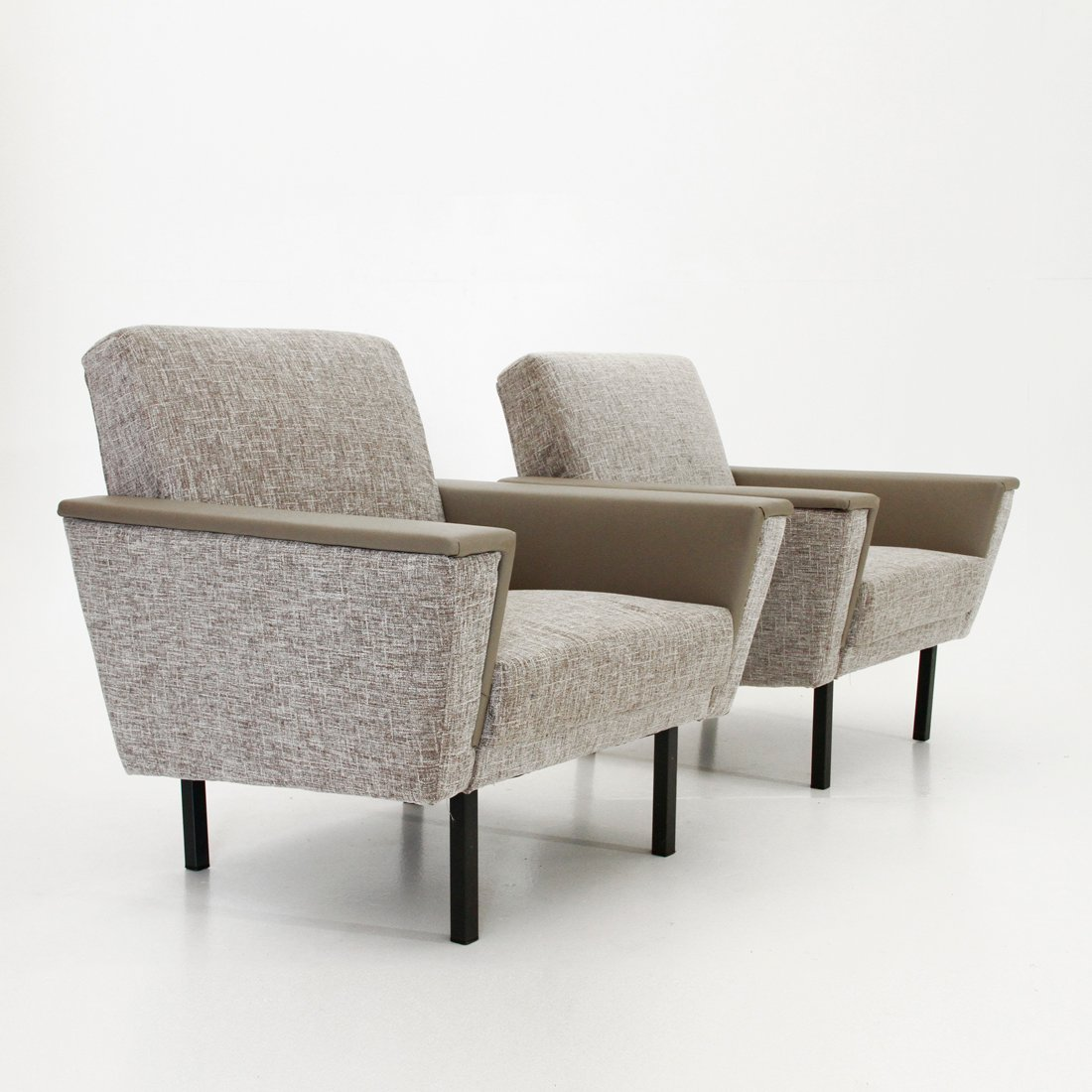 graue mid century sessel 1950er 2er set bei pamono kaufen. Black Bedroom Furniture Sets. Home Design Ideas