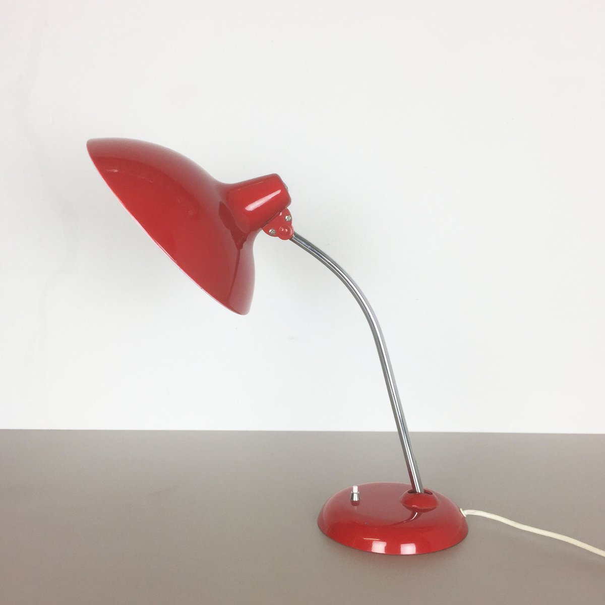 lampe de bureau 6786 rouge par christian dell pour kaiser idell allemagne 1960s en vente sur pamono. Black Bedroom Furniture Sets. Home Design Ideas
