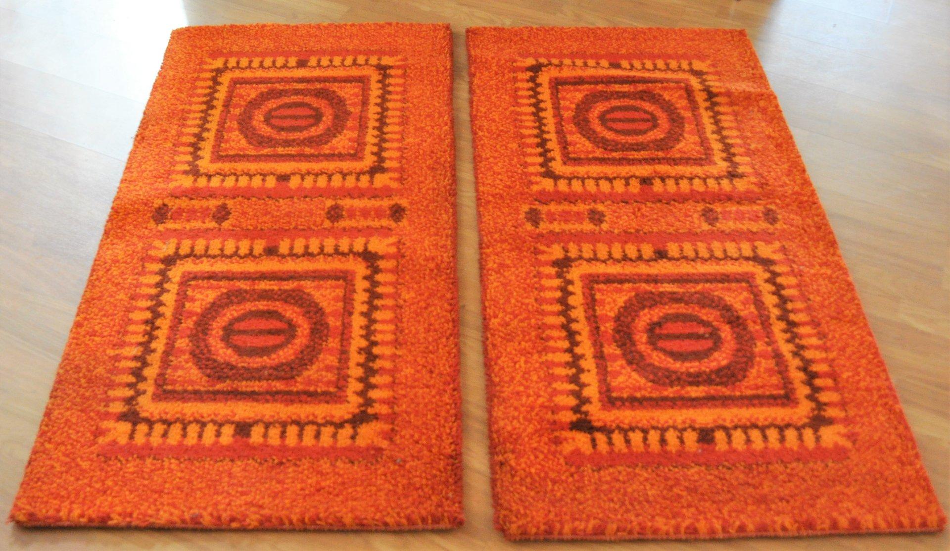 kleine orangenfarbene mosaik teppiche 1970er 2er set bei. Black Bedroom Furniture Sets. Home Design Ideas