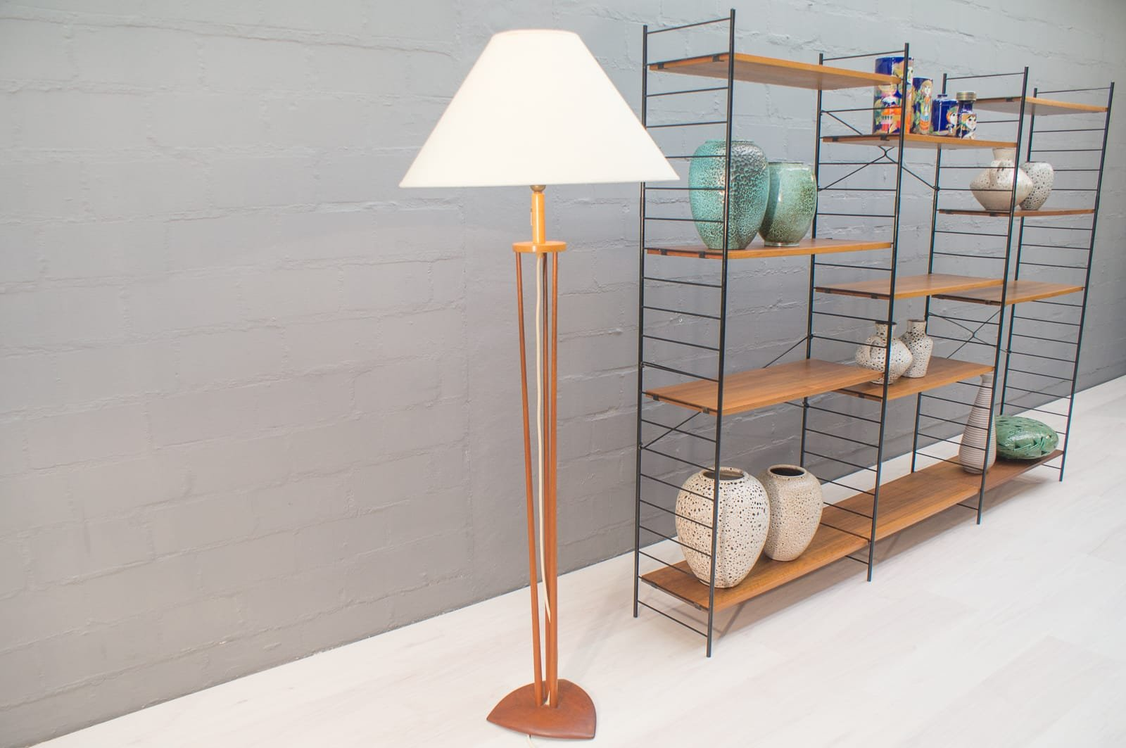 Skandinavische Drei-Gestänge Stehlampe aus Teak, 1960er