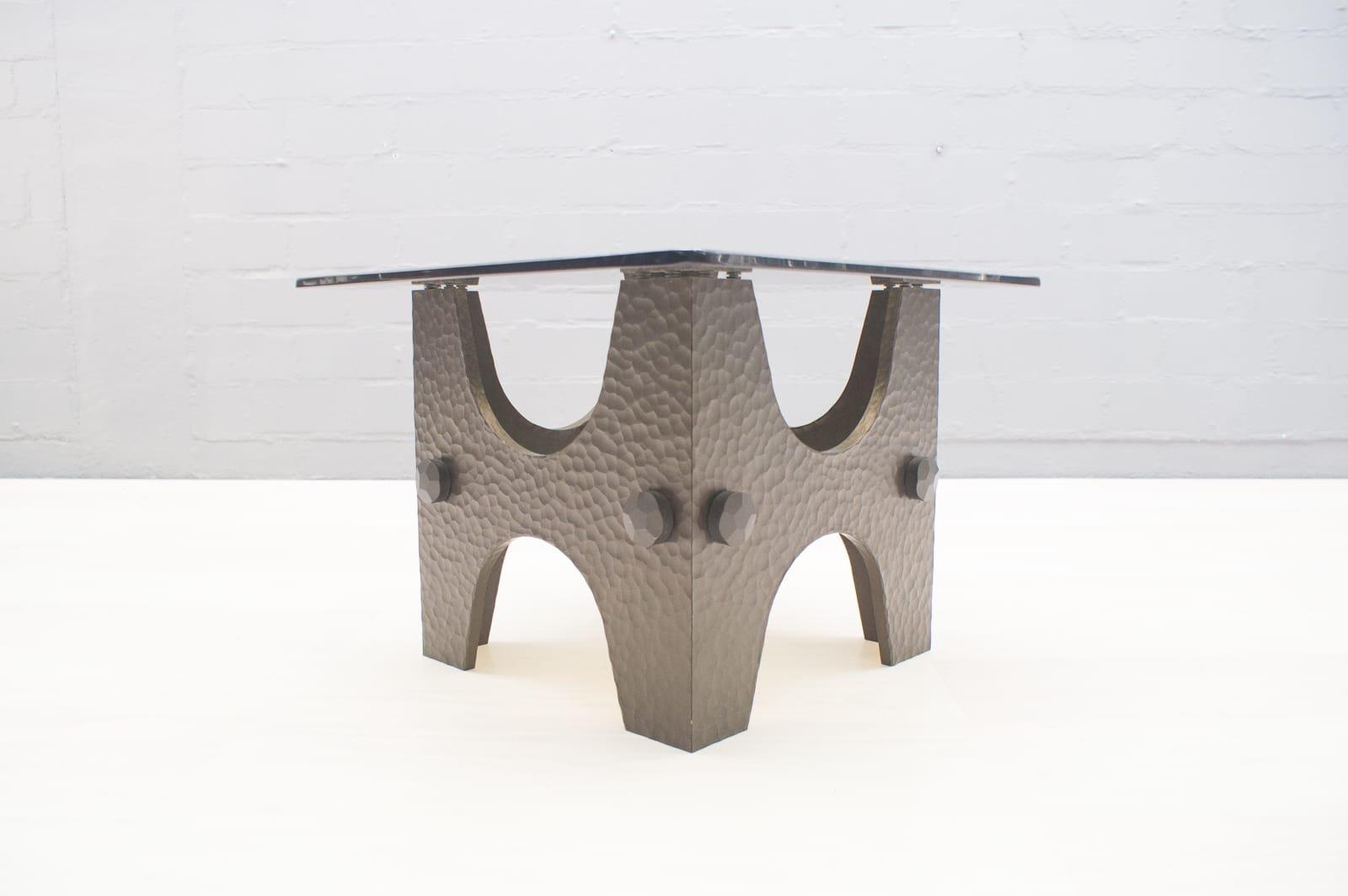 Kleiner Brutalistischer Bronze Hammerschlag Couchtisch, 1960er