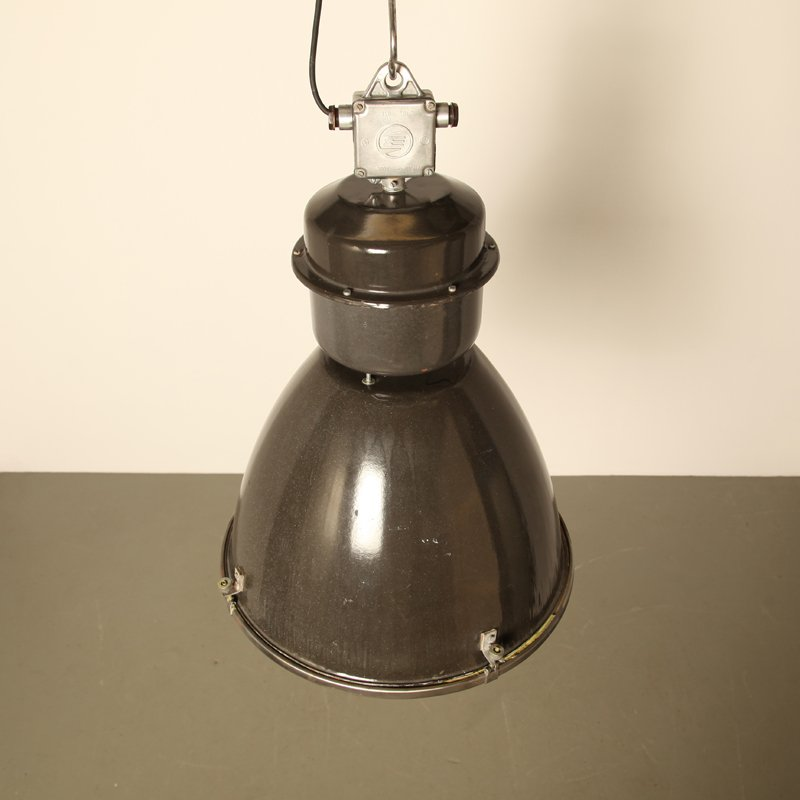 lampe type ii linz g vintage industrielle en vente sur pamono. Black Bedroom Furniture Sets. Home Design Ideas
