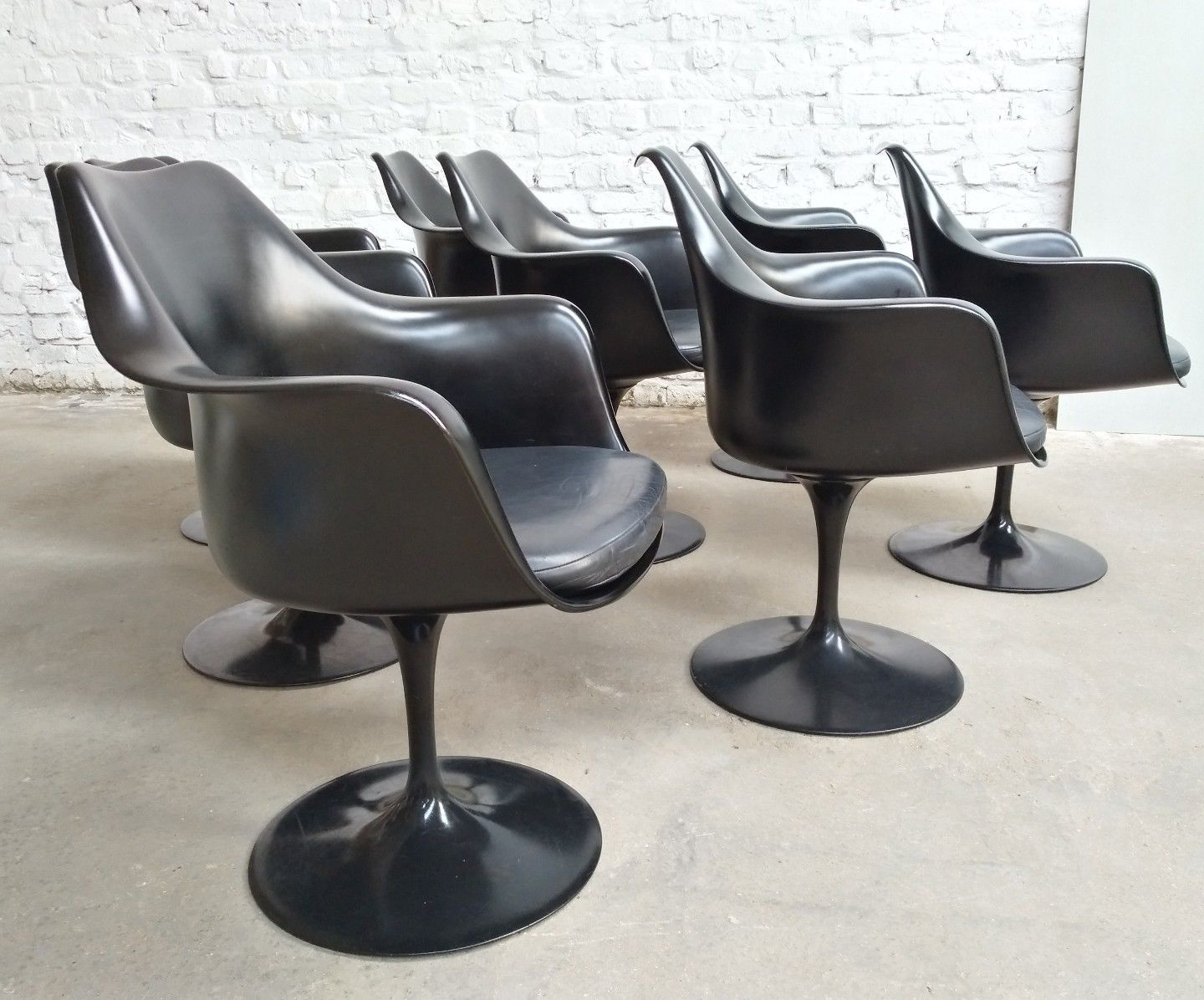 black leather tulip swivel armchair by eero saarinen for knoll 1980s set of 8 for sale at pamono. Black Bedroom Furniture Sets. Home Design Ideas