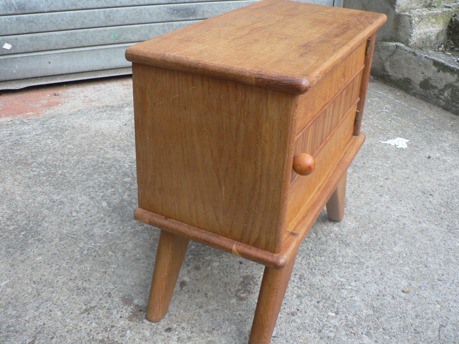 Comodini vintage in legno con gambe a compasso anni 39 50 in vendita su pamono - Gambe mobili anni 50 ...