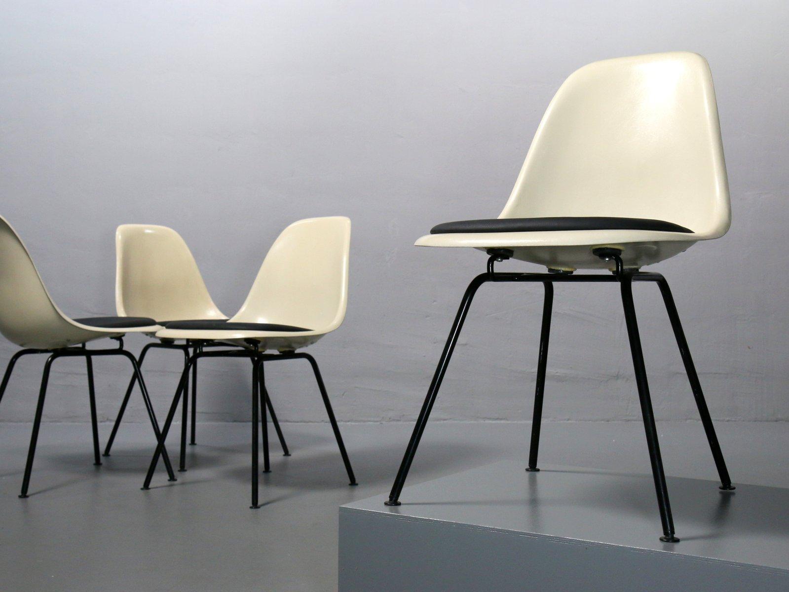 dsx fiberglas st hle von charles ray eames f r vitra 1980er 4er set bei pamono kaufen. Black Bedroom Furniture Sets. Home Design Ideas