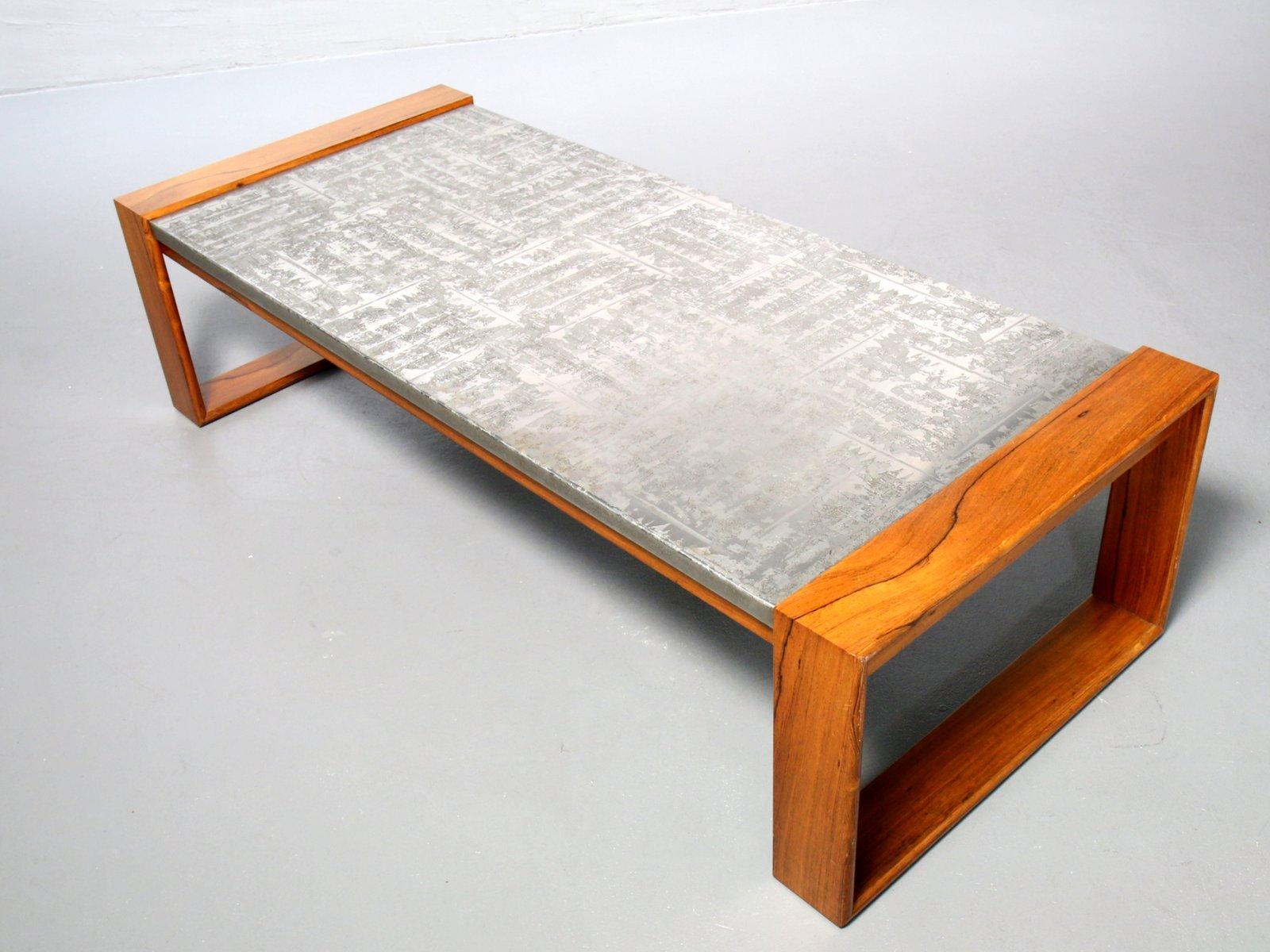 Brutalistischer Couchtisch aus Aluminium & Holz, 1970er