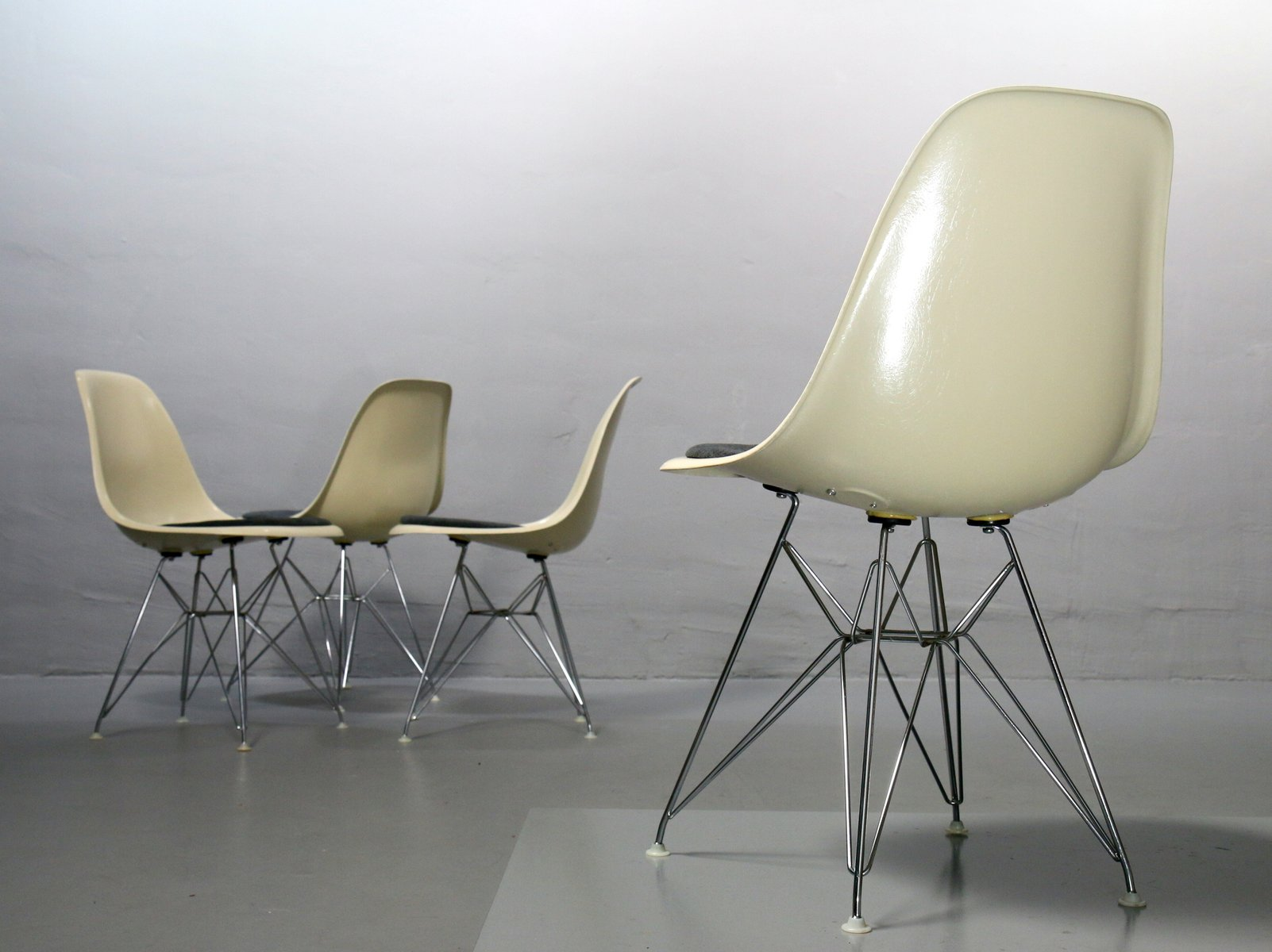 vintage side chair by charles ray eames for vitra for. Black Bedroom Furniture Sets. Home Design Ideas