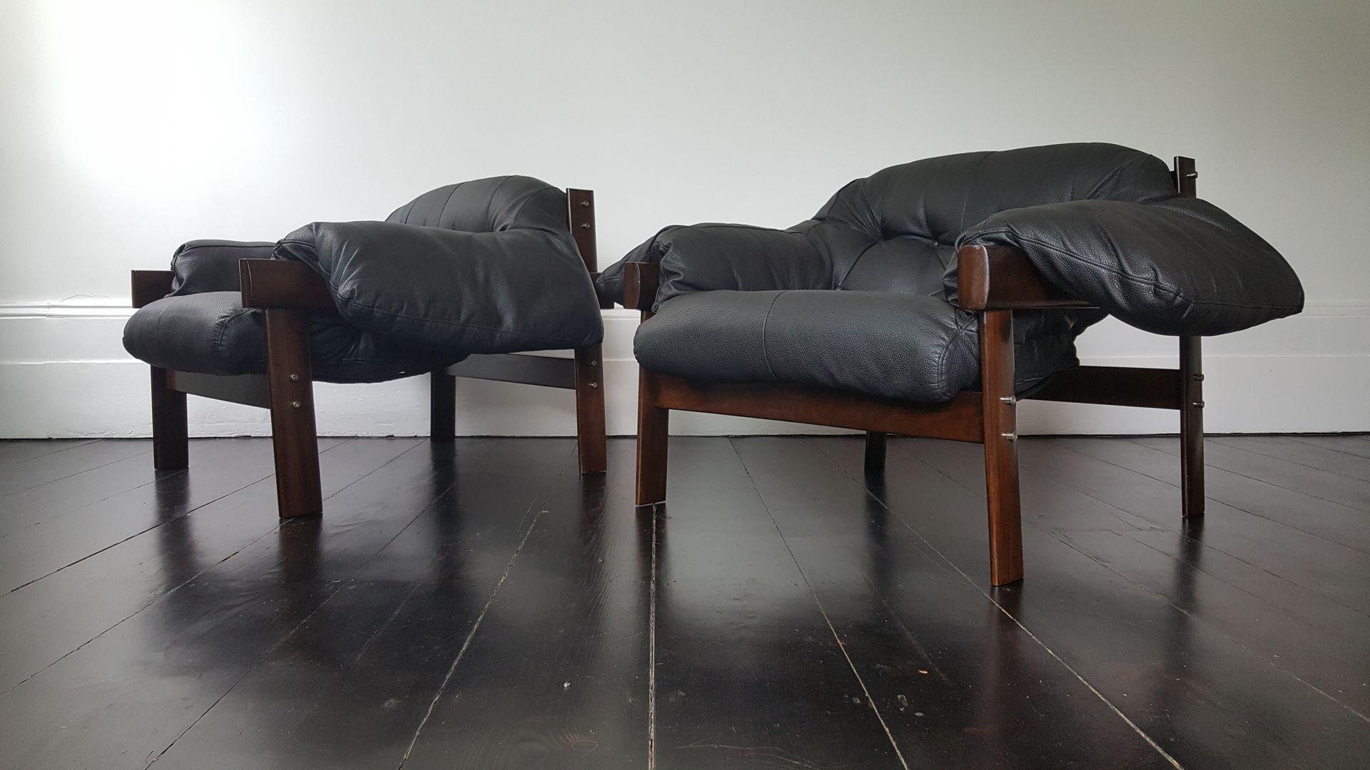 mid century sessel aus brasilianischem jacaranda holz von percival lafer 2er set bei pamono kaufen. Black Bedroom Furniture Sets. Home Design Ideas