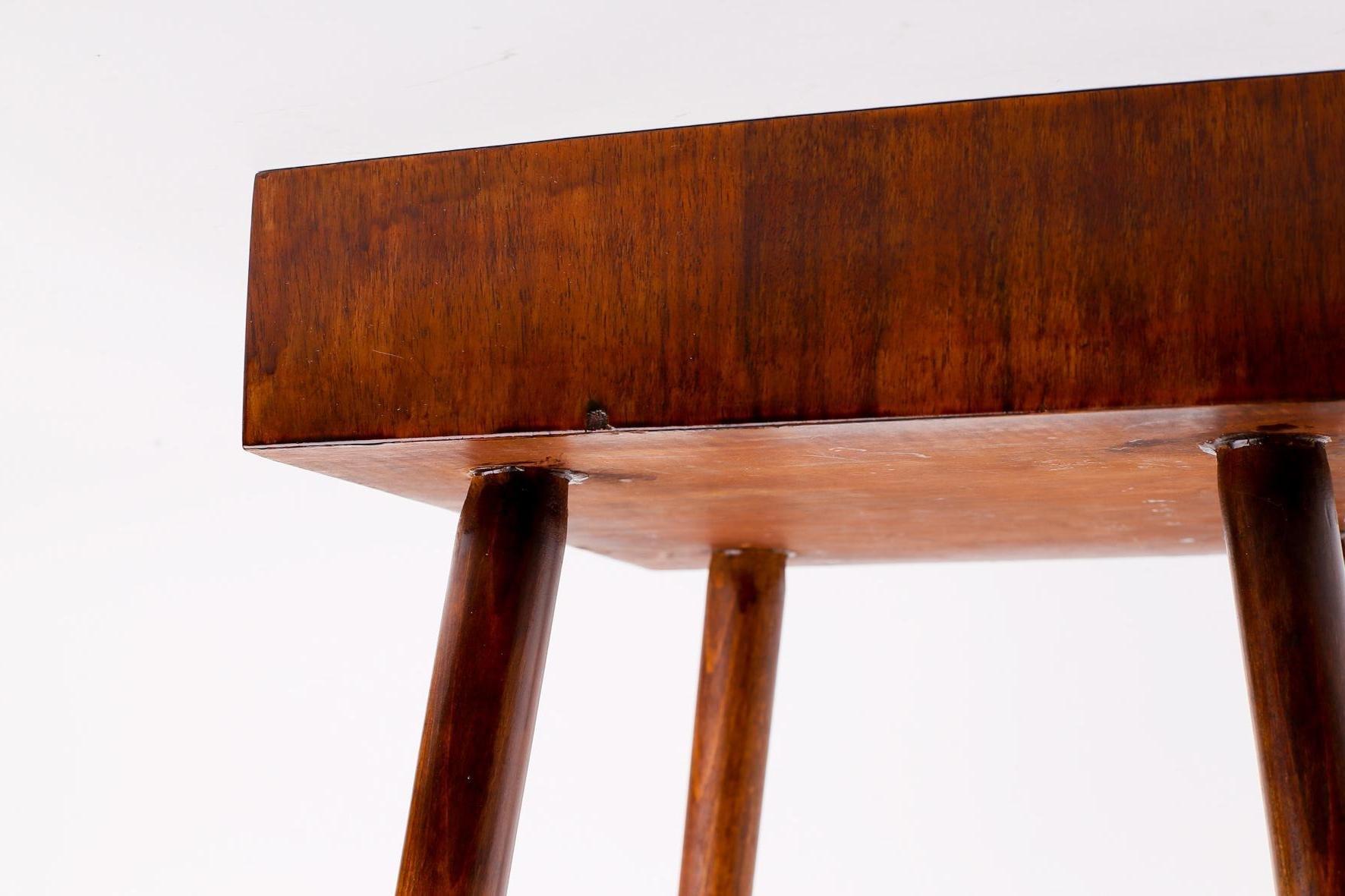 petite table d 39 appoint brutaliste vintage en placage de noyer en vente sur pamono. Black Bedroom Furniture Sets. Home Design Ideas