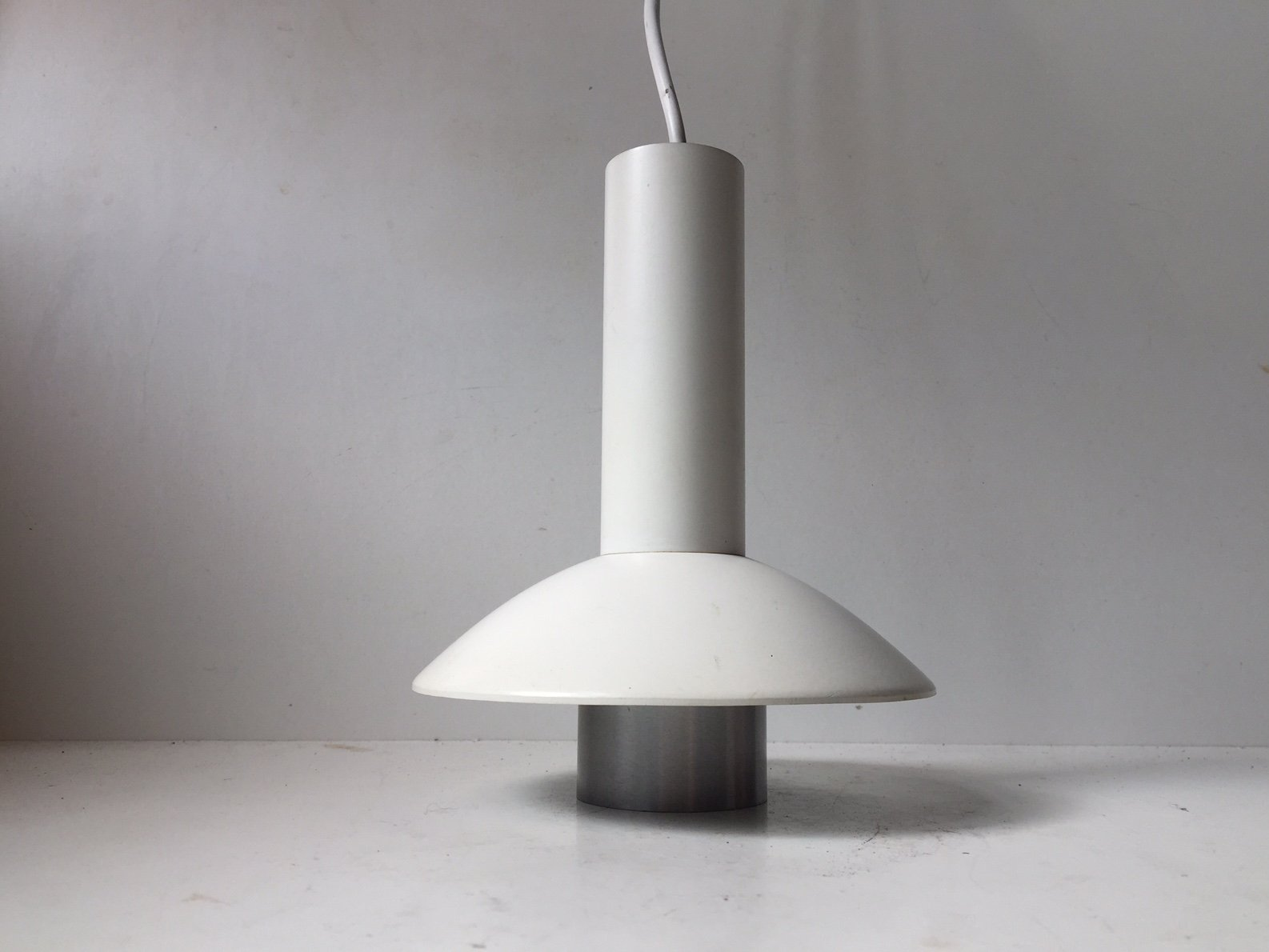 Minimalistische Dänische Vintage Hängelampe in Weiß von Louis Poulsen,...