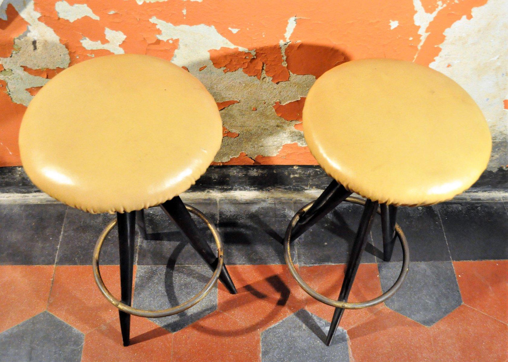 Sgabelli da bar di osvaldo borsani per atelier borsani varedo