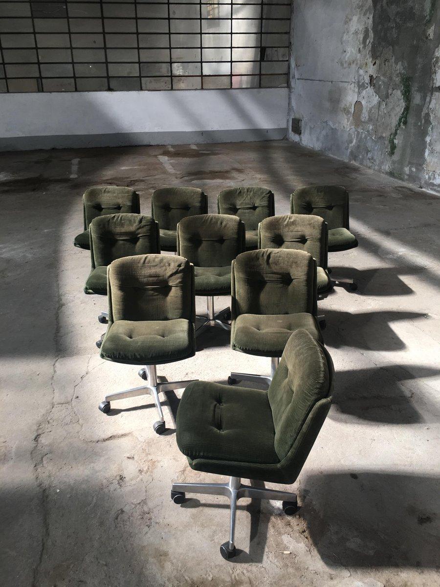 italienische vintage st hle auf rollen mit bezug aus samt 1970er 10er set bei pamono kaufen. Black Bedroom Furniture Sets. Home Design Ideas