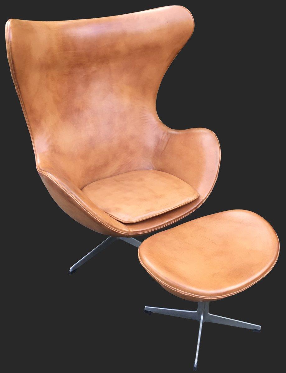 cognacfarbener leder egg chair ottomane von arne jacobsen f r fritz hansen 1960er bei pamono. Black Bedroom Furniture Sets. Home Design Ideas