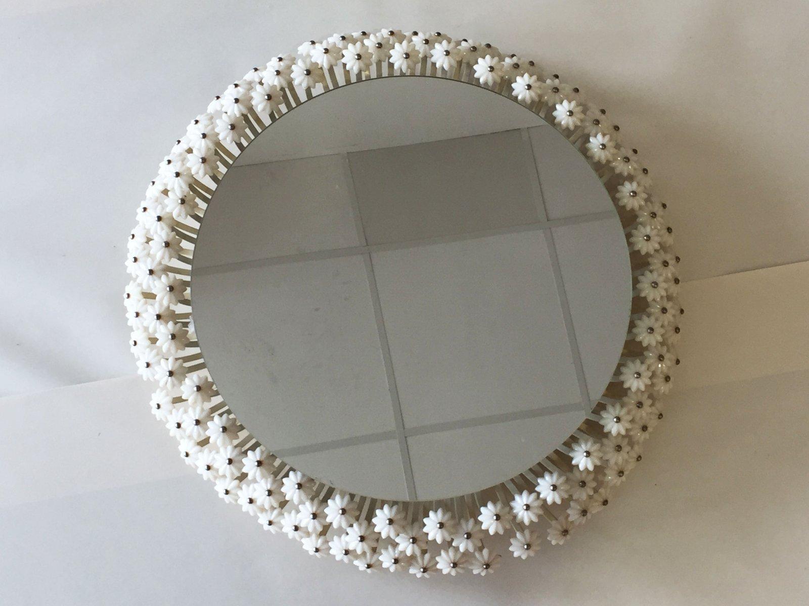 Specchio da parete con luce e fiori in vetro di emil for Specchio da tavolo con luce ikea