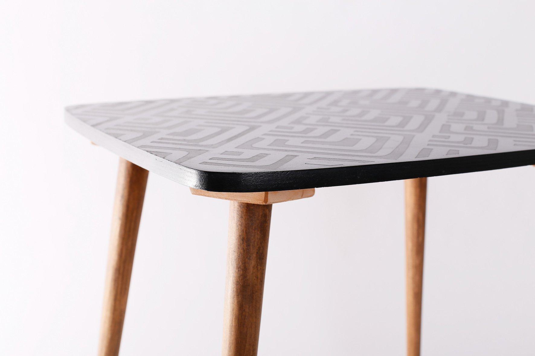 table d 39 appoint vintage avec motif g om trique 1960s en vente sur pamono. Black Bedroom Furniture Sets. Home Design Ideas