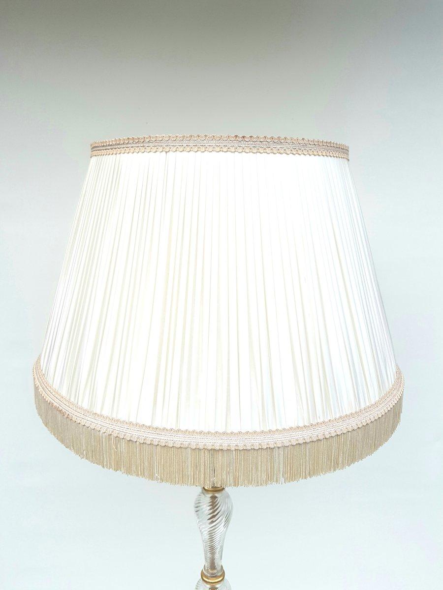 Lampada da tavolo in ferro battuto e vetro, anni '40 in vendita su Pamono