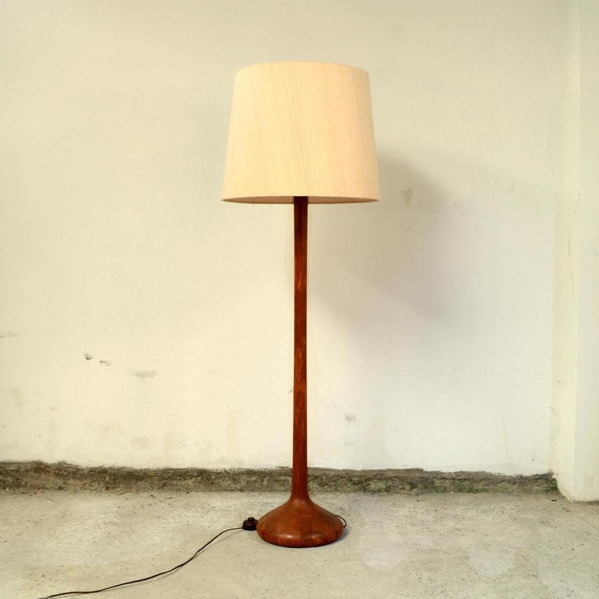 Dänische Stehlampe aus Teakholz, 1960er