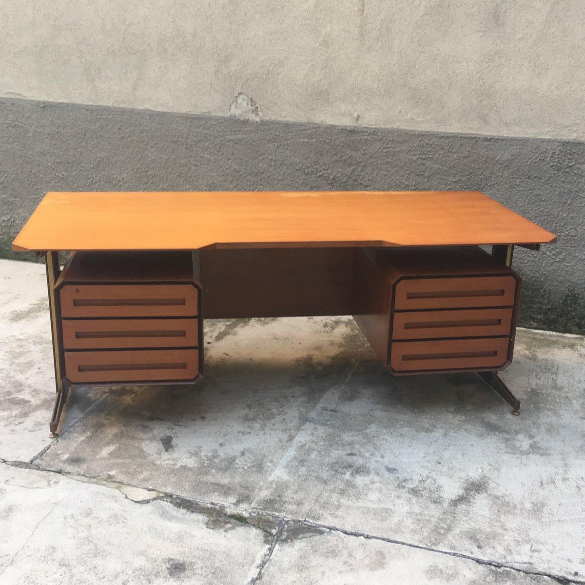 Schreibtisch aus kirschholz for Buromobel aus metall