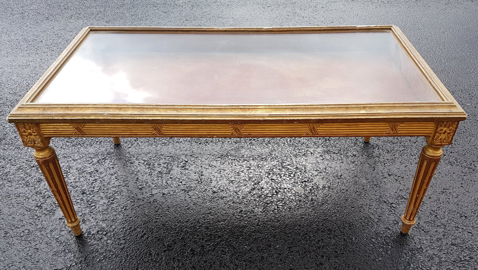 Vergoldete Vitrine aus Holz aus 19. Jhdt.