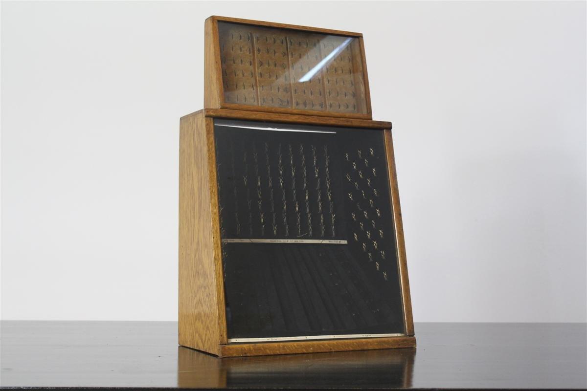 antike britische schmuck vitrine aus eiche bei pamono kaufen. Black Bedroom Furniture Sets. Home Design Ideas