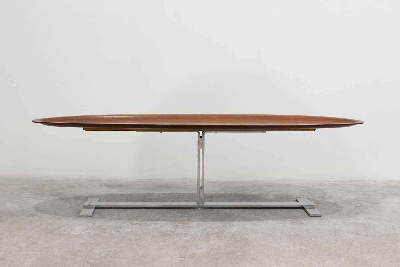 Ovaler Italienischer Mid-Century Tisch