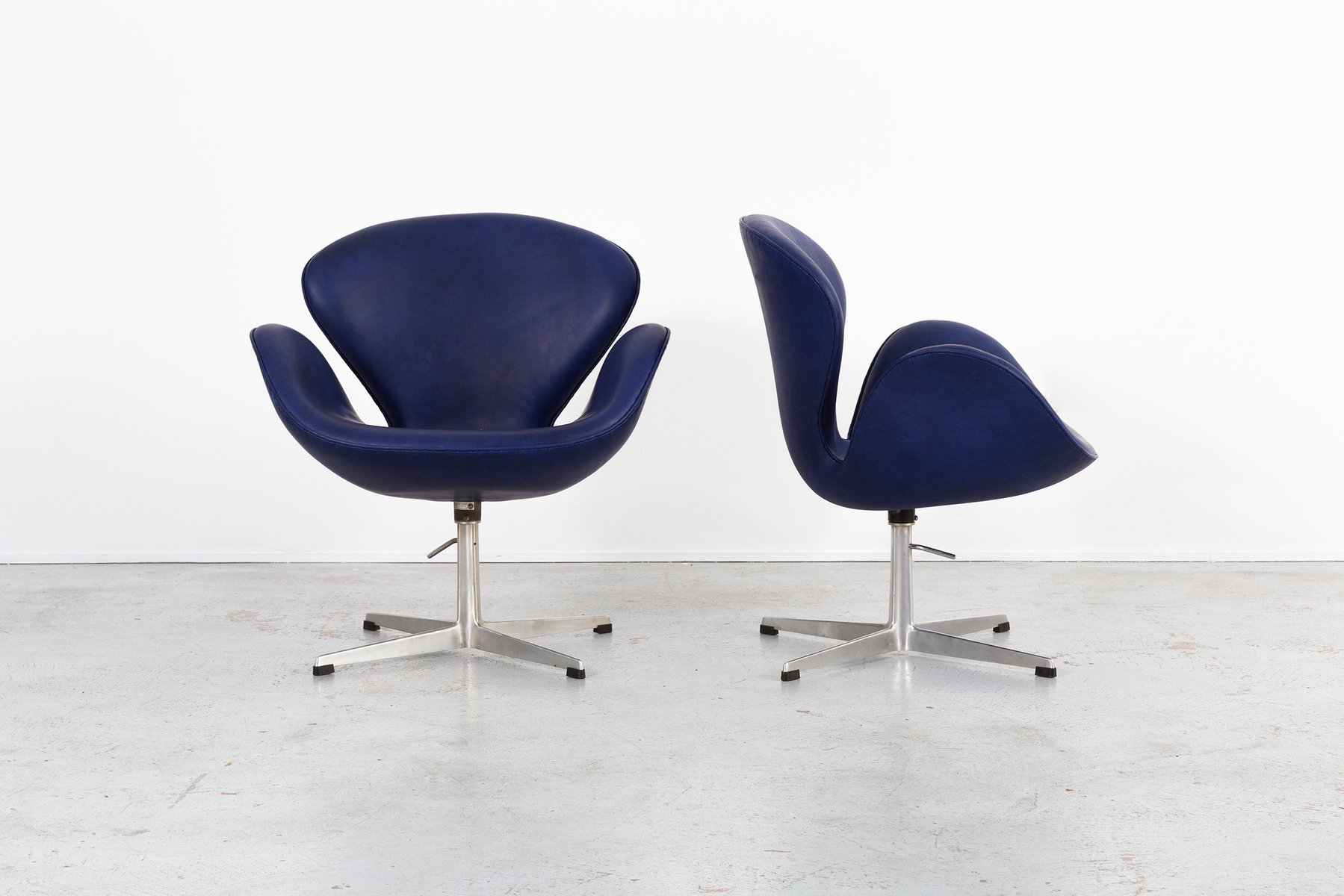 Mid Century Swan Chairs By Arne Jacobsen For Fritz Hansen, Set Of 4