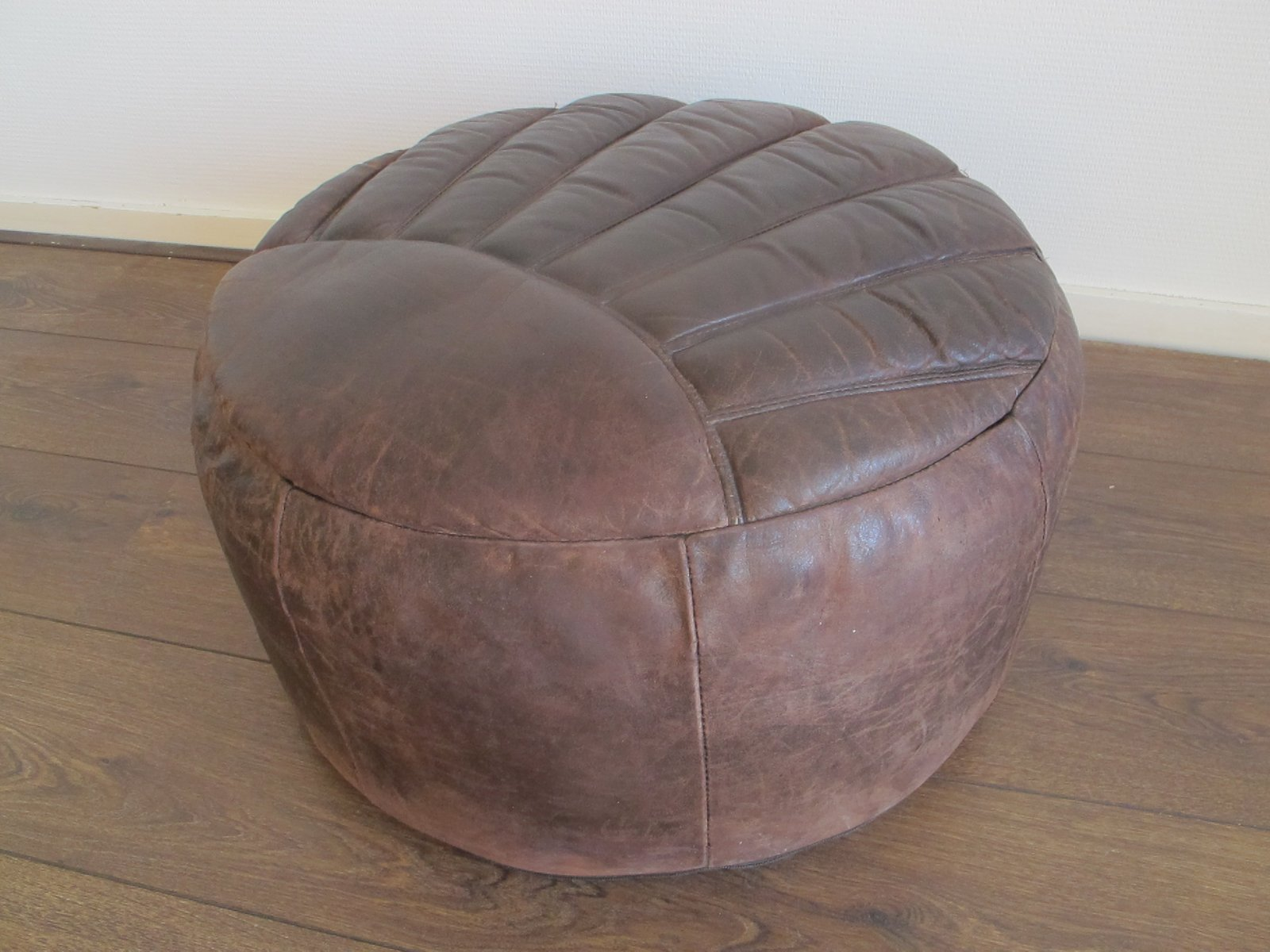 pouf vintage en cuir marron 1960s en vente sur pamono. Black Bedroom Furniture Sets. Home Design Ideas