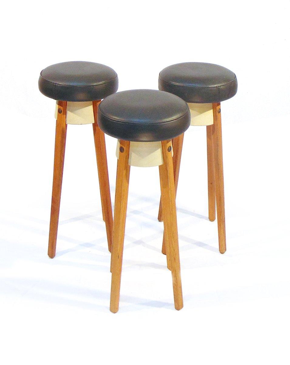 skandinavische vintage barhocker aus eiche und kunstleder 3er set bei pamono kaufen. Black Bedroom Furniture Sets. Home Design Ideas