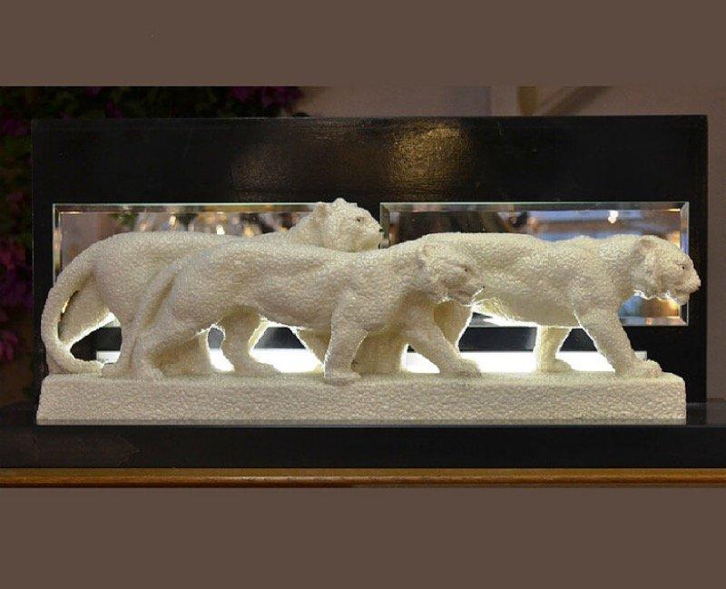 Vintage Lampe mit Skulptur einer Löwin