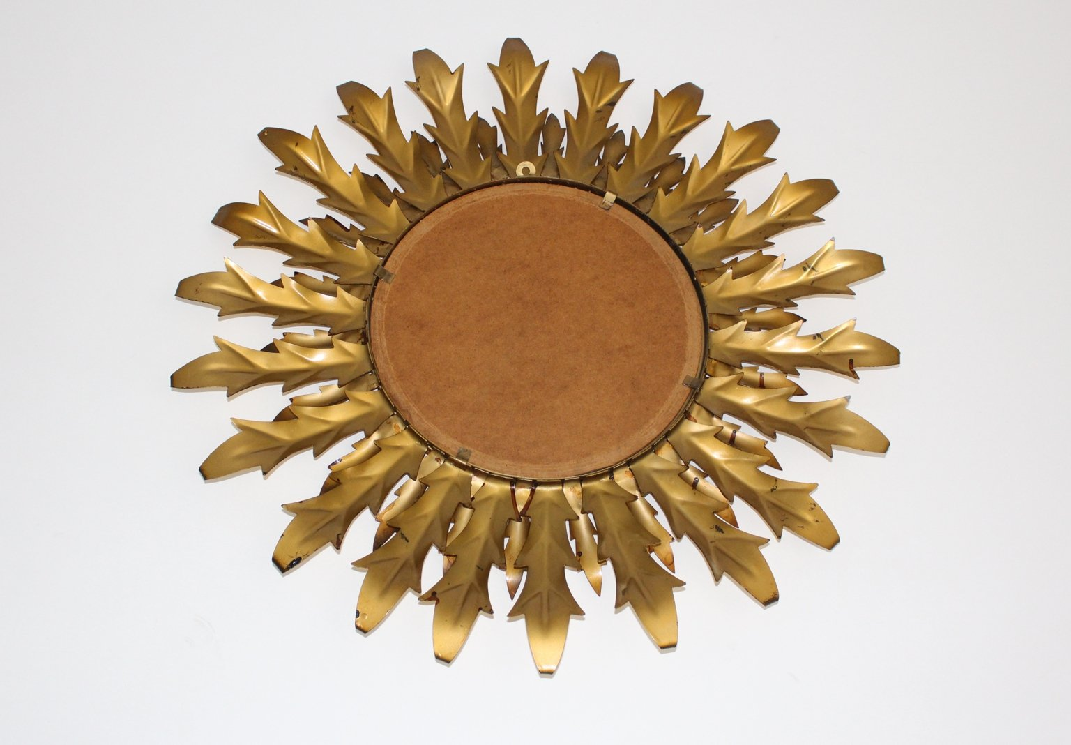 Espejo de hierro dorado con forma de sol a os 60 en venta for Espejos decorativos con forma de sol